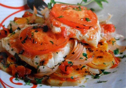 Bacalao con tomate y cebolla